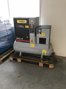 7.5 HP CHICAGO ROTARY SCREW AIR COMPRESSOR WITH AIR DRYER