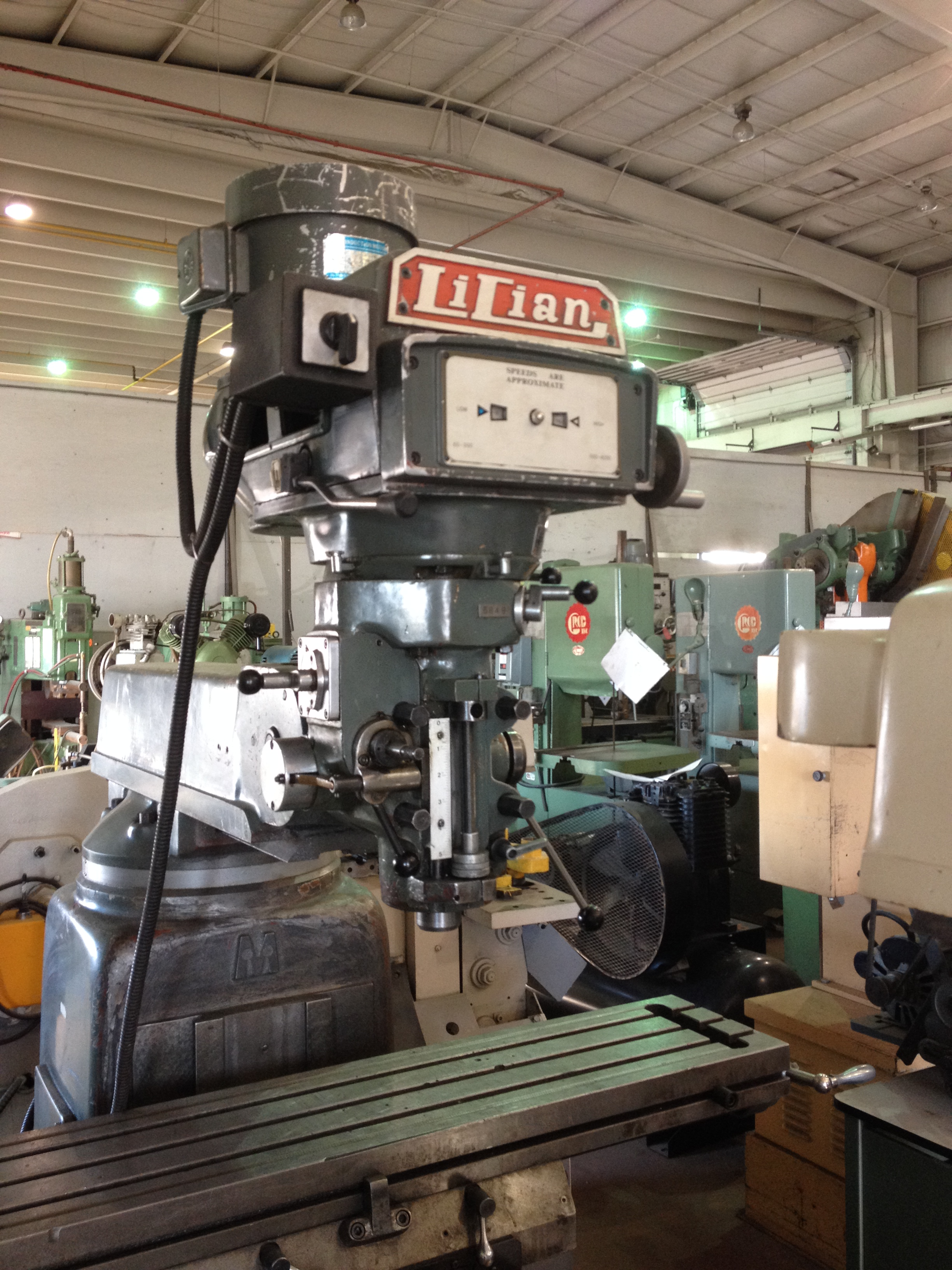 A Sms Stock Milling Machine Turret Lilian 3 Hp